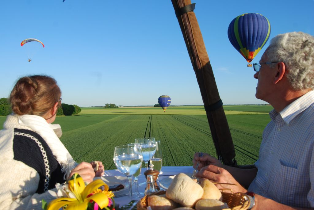 event company in france dinner at hot air balloon